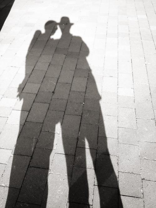 Hasta nuestras sombras piensan... positivamente
