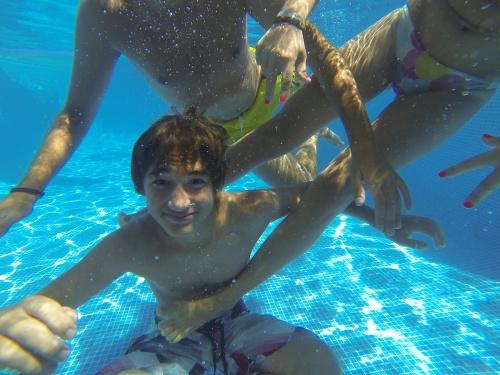 Probando la Hero3 de GoPro en la piscina...