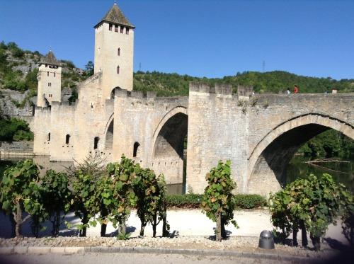 El Pont  Valentré, salida de peregrinos de Cahors