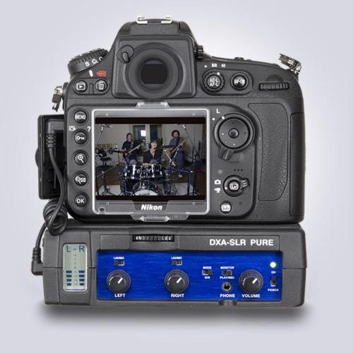 Nikon vestida con BeachTek DXA-SLR Pure