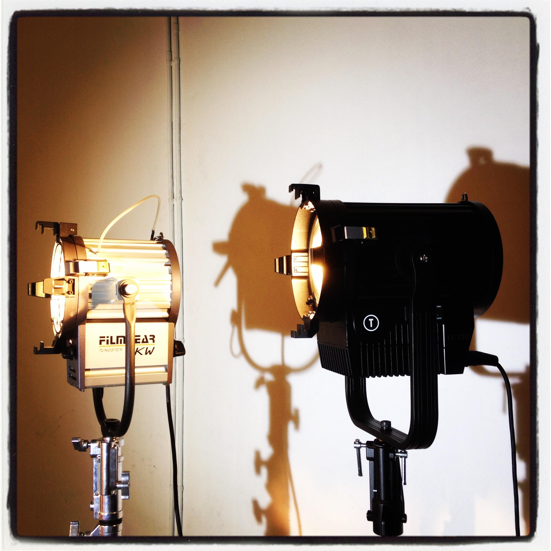 Fresnels: Incandescencia, color aluminio; LED color negro