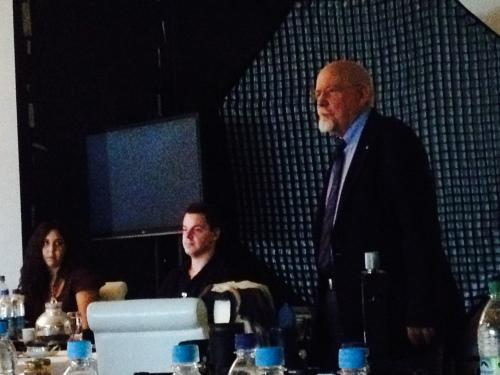 Dedo Weigert acompañado por Marco Erdmann y Fernanda Cavazos (sí lo sé, las charlas sobre luz siempre se dan a oscuras)