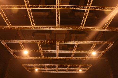 Islas realizadas con truss fue la solución para el plató de 400m2 del Parc Audiovisual de Catalunya