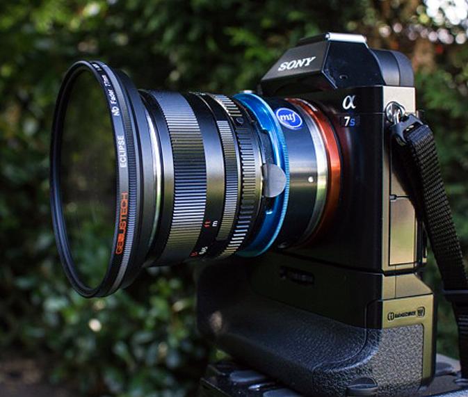 La Sony A7s con el filtro Eclipse, también de Genus