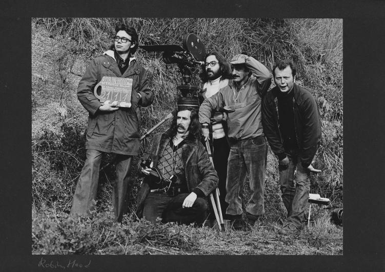 1974, Tomàs con Francesc Bellmunt y, atención a la claqueta, Paco Marín, durante el rodaje de Robin Hood Nunca Muere