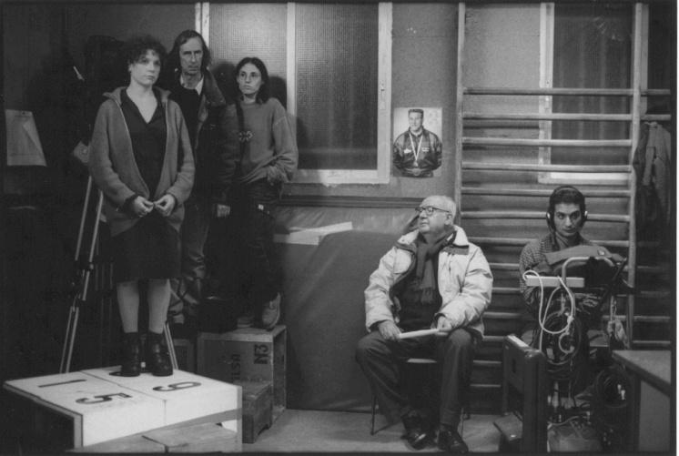 1999, Tomàs con José Luis Borau e Iciar Bollaín durante el rodaje de Leo (foto de Teresa Isasi)