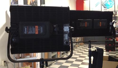 Las baterías con montura V-Lock han multiplicado sus ventas con los paneles LED